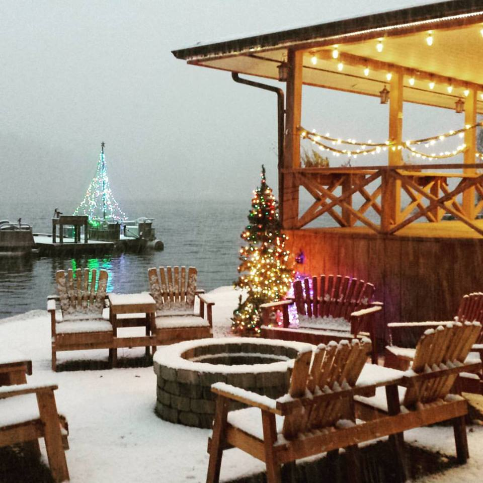 Christmas At The Lake: Christmas-snow-at-the-lady